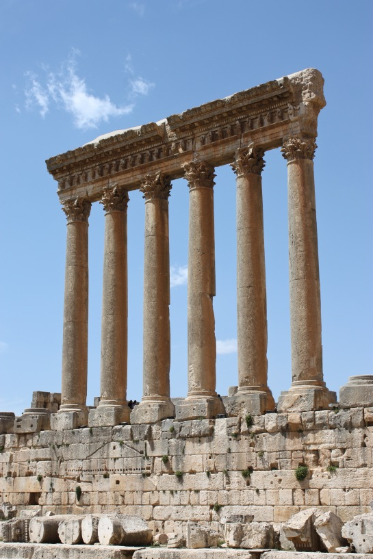 Baalbek_-_temple_of_Jupiter.jpg
