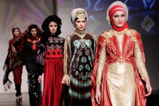 sejumlah-model-memeragakan-rancangan-busana-karya-syahreza-dengan-tema-_140826152303-236